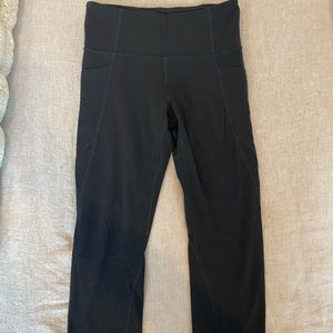 Athleta salutation stash pocket crop